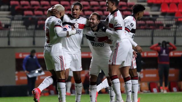 Flamengo abusa de falhas defensivas, empata com La Calera no Chile e perde 100%
