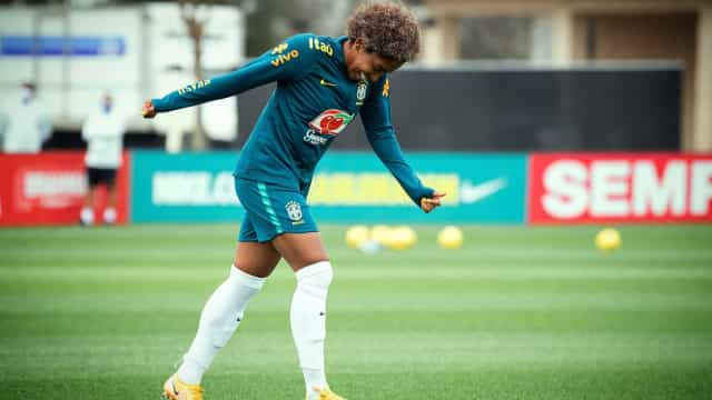 Jogadora da seleção brasileira pede perdão após ofender Paulo Gustavo