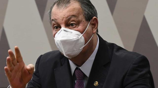 Aziz diz que Renan cede e tira de relatório da CPI acusação de genocídio contra Bolsonaro