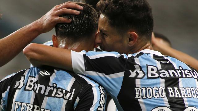 Ferreira brilha, Grêmio vence Lanús e fica a 1 ponto das oitavas da Sul-Americana
