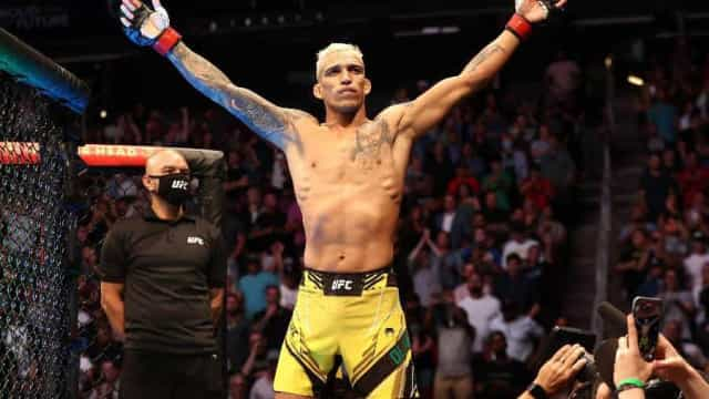 Charles do Bronx nocauteia americano e conquista o cinturão peso-leve do UFC