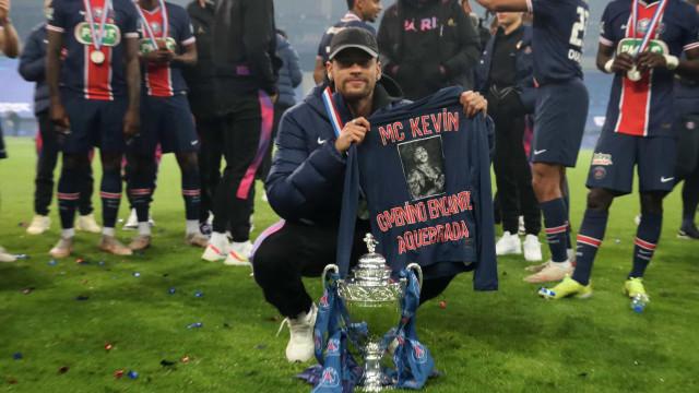 Neymar faz homenagem a MC Kevin após vitória do Paris Saint-Germain