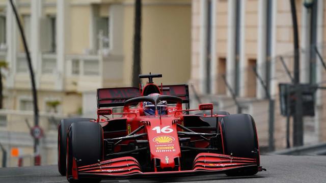 Em casa, Leclerc bate e destrói o carro da Ferrari, mas faz pole no GP de Mônaco