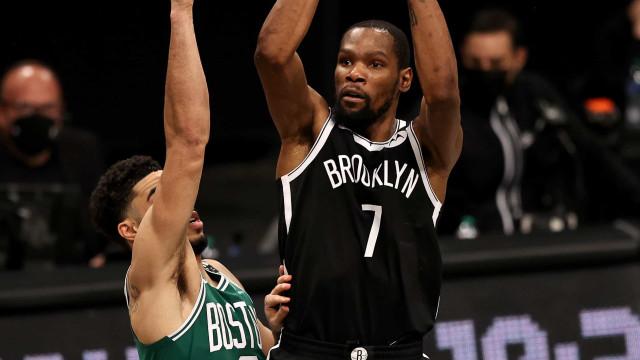 Durant se torna 9° maior cestinha dos playoffs da NBA e Brooklyn bate os Celtics