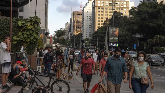 Covid: Brasil registra mais 1.238 óbitos e 32.694 novos casos em 24 horas