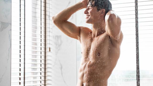 Estressado? Quatro benefícios surpreendentes de tomar banho de manhã