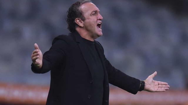 Cuca faz elogios à 'liderança' do zagueiro Réver no elenco do Atlético-MG