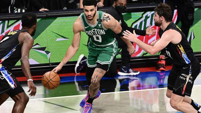 Tatum brilha, faz 50 pontos, e Celtics renascem diante do Brooklyn Nets na NBA