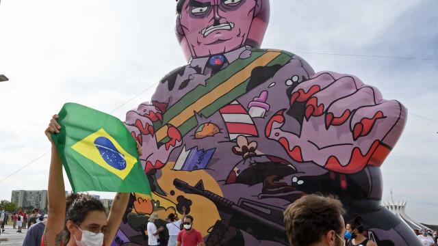 Em dia de protestos contra Bolsonaro, políticos já começam mobilização nas redes
