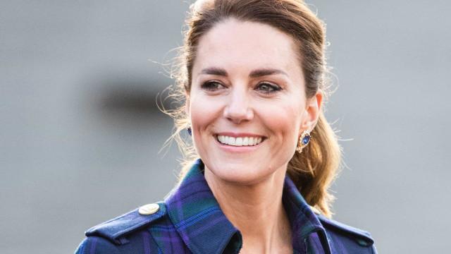 Kate Middleton recebe 1ª dose da vacina conta a Covid: 'Imensamente grata'