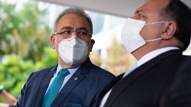 Queiroga visita fabricante de oxigênio em Pernambuco e hospitais