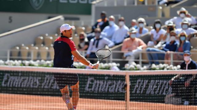 Thiem comete muitos erros e leva incrível virada de Andujar em Roland Garros