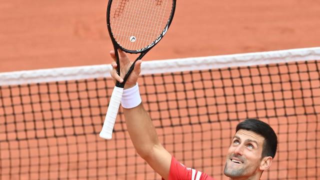 Djokovic atropela lituano, mantém passeio em Roland Garros e já está nas oitavas