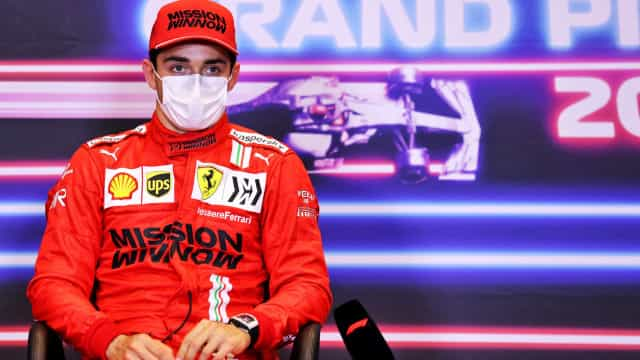 Leclerc bate Hamilton e Verstappen para conquistar a pole position no Azerbaijão
