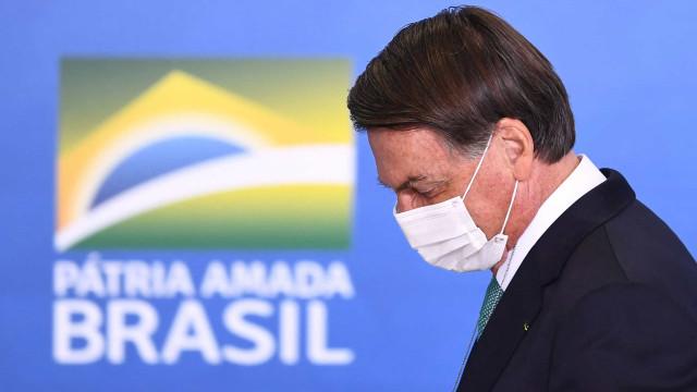 Bolsonaro se irrita com questão de frete e termina conversa na saída do Alvorada