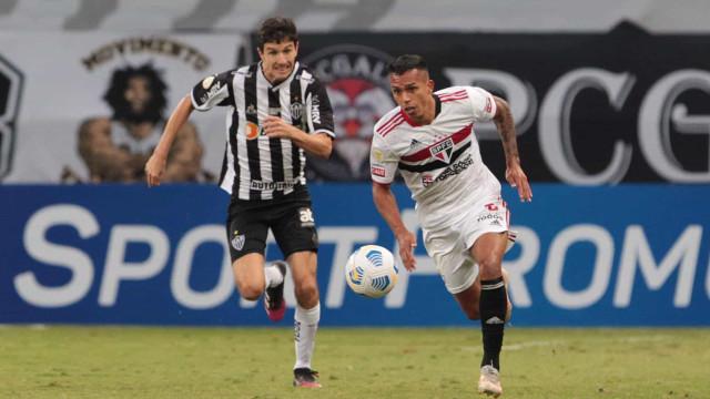 São Paulo passa em branco, perde para o Atlético e segue sem vencer no Brasileiro