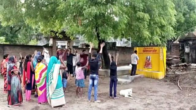 Aldeia na Índia reza a 'deusa corona' para os livrar do coronavírus