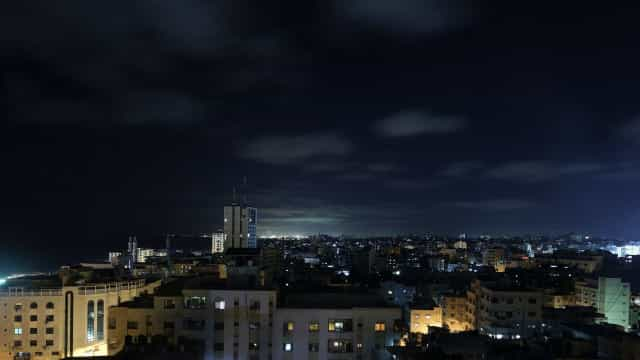 Israel volta a atacar Gaza em resposta a balões incendiários