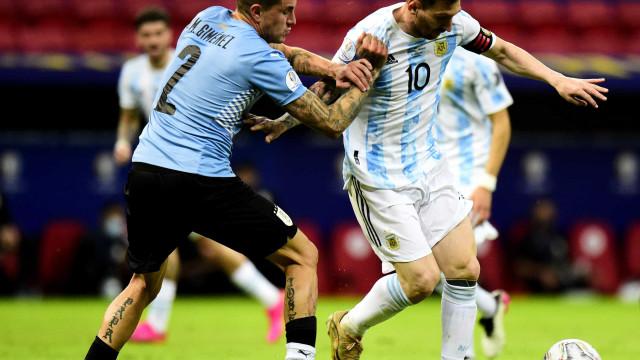 Com boa atuação de Messi, Argentina domina e vence o Uruguai em Brasília