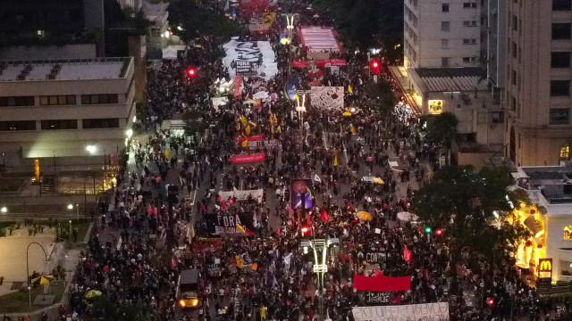 Atos contra Bolsonaro reúnem milhares em 24 Estados