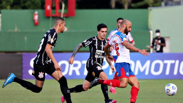 Com dificuldades no ataque, Corinthians joga mal e empata com o Bahia