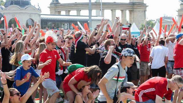 Uefa abre investigação sobre cantos racistas e homofóbicos de húngaros na Euro