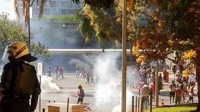 Protesto: Polícia dispersa ato indígena com bombas de gás