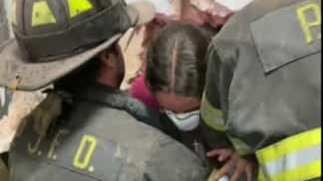 Adolescente é resgatada de cofre de loja de roupa em Nova York