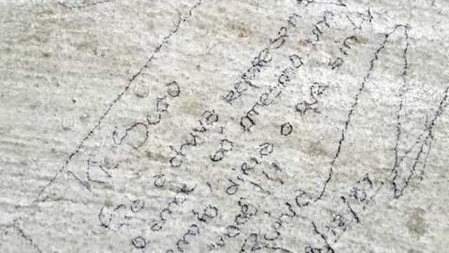Declaração de amor escrita em parede de escola descoberta 40 anos depois
