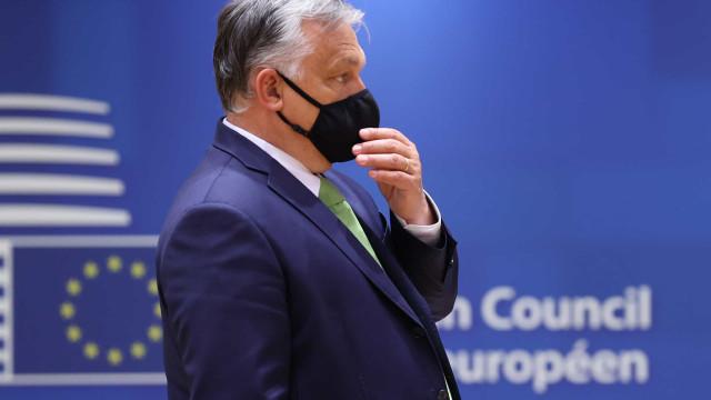 Frente única elege conservador para disputar governo da Hungria contra Orbán