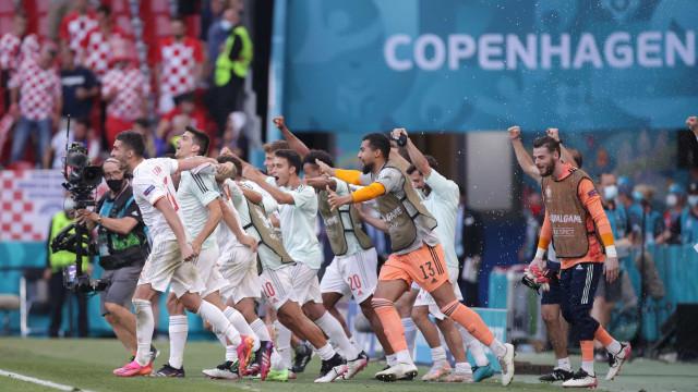 Espanha sofre, mas bate Croácia na prorrogação e vai às quartas na Eurocopa