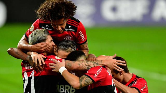 Com torcida, Flamengo enfrenta Grêmio para confirmar vaga na semifinal