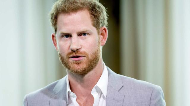 Príncipe Harry escreverá livro 'explosivo' sobre a vida na realeza