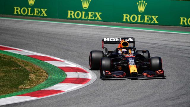 Verstappen lidera com folga o 1º treino livre do GP da Inglaterra; Hamilton é 3º