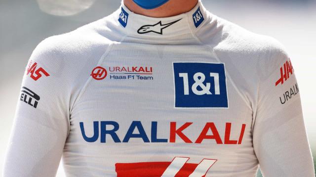 Sem repetir estreia do pai, Mick Schumacher sofre com pior carro do grid na F-1
