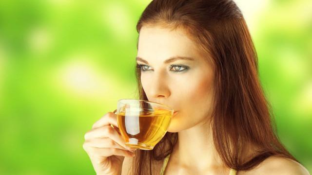 Três chás que ajudam a relaxar e estimulam a queima de gordura