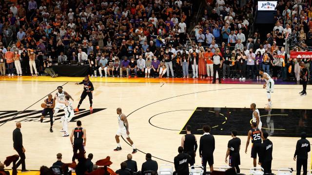 Suns dominam os Bucks novamente e abrem 2 a 0 nas finais da NBA
