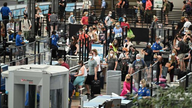 Número de passageiros em aeroportos dos EUA bate recorde da pandemia