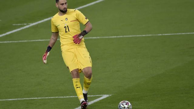 Melhor jogador da Eurocopa, Donnarumma é oficializado pelo PSG