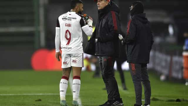 Na estreia de Renato Gaúcho, Flamengo sofre muito, mas vence o Defensa y Justicia