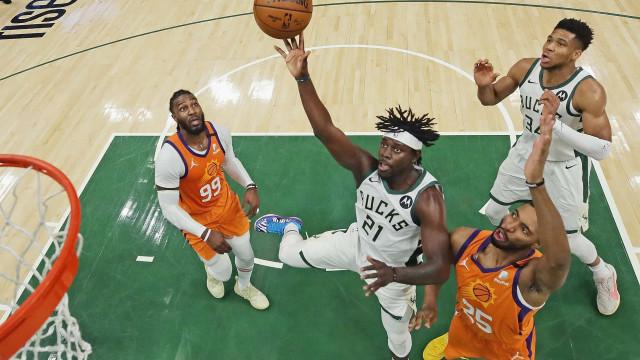 Bucks vencem Suns em casa e empatam por 2 a 2 a série final da NBA