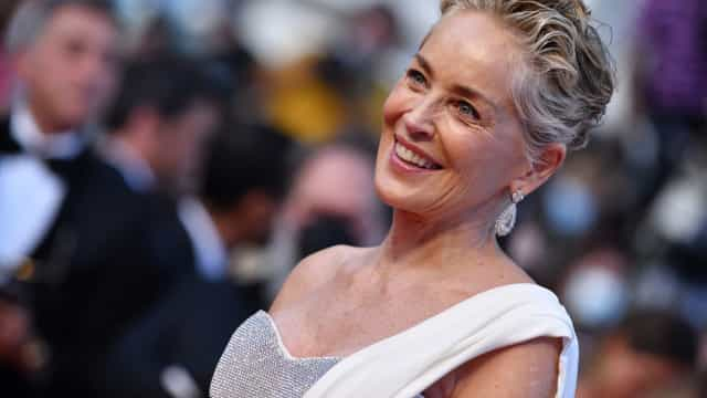 Aos 63 anos, Sharon Stone posa deslumbrante no Festival de Cannes