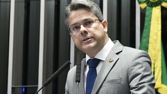 'Maximiano pode ser preso se abusar de silêncio', afirma Alessandro Vieira