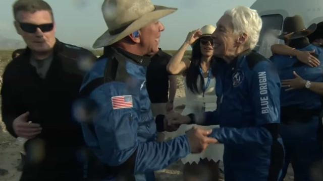 Jeff Bezos completa viagem espacial com sucesso e coloca a Blue Origin no mapa