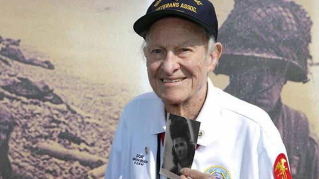 Herói da II Guerra conhece família de amor de juventude após 77 anos
