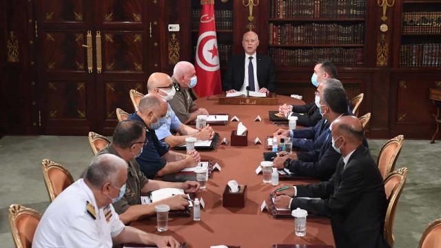 Presidente da Tunísia suspende Parlamento e destitui primeiro-ministro