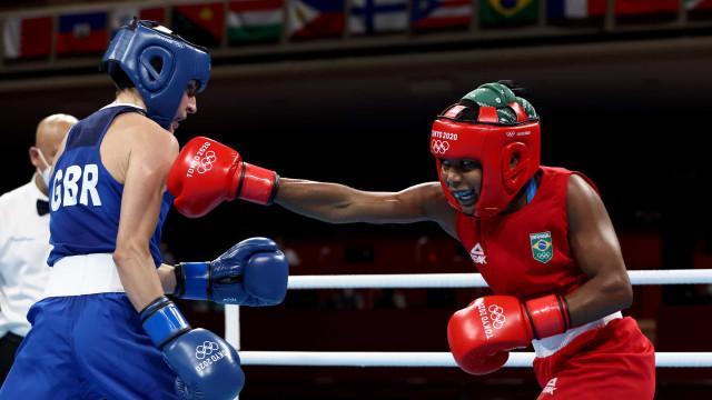 Boxeadora Jucielen Romeu perde para britânica e está fora dos Jogos de Tóquio