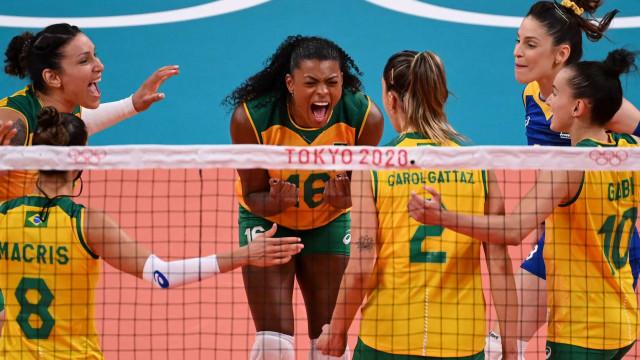 No sufoco, vôlei feminino supera República Dominicana por 3 sets a 2 em Tóquio