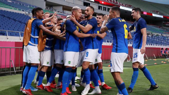 Richarlison decide, e Brasil se classifica em 1º no futebol nas Olimpíadas