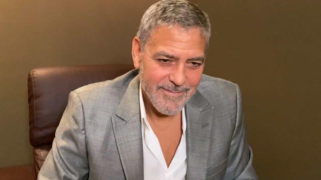George Clooney e Amal esperam gêmeos de novo, diz revista